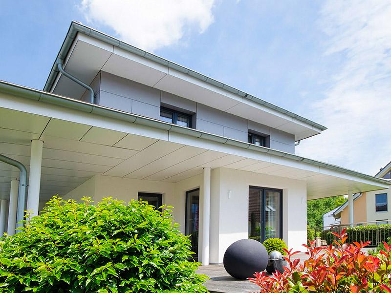 modernes Einfamilienhaus mit Terrasse